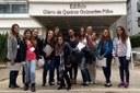 Professor apresenta edifício Olavo de Queiroz para alunas - Divulgação