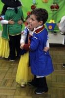 Baile da Cinderela agita Nível 1 da Educação Infantil