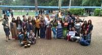 """Colégio Americano tem """"Dia Temático"""" do mês de Abril inspirado nos Hippies"""