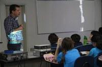 """Estudantes do 5º ano do Ensino Fundamental assistem palestra sobre """"Pesquisa e avanços científicos para cura de doenças"""""""