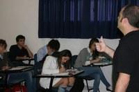 """Fabricio Scheffer, do canal """"Física Fábris"""", realiza palestra para alunos do 3º ano"""