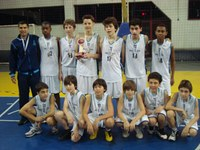Meninos do time de basquete mirim do Colégio Americano conquistam Copa Farroupilha