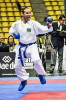 Aluna de ed. física e atleta da seleção brasileira de karatê