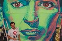 Aluno de PP leva cor e criatividade às paredes do DCE