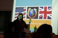 Alunos de letras-inglês fazem teste com padrão internacional