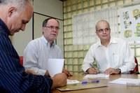 Curso de farmácia e Secretaria de Saúde assinam convênio inédito