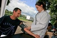 Dia Mundial da Saúde: alunos e professores orientam motoristas