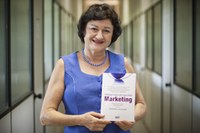 Docente de pós-graduação lança obra sobre pesquisas em marketing