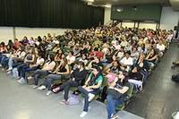 Docente e alunos de psicologia promovem debate sobre homofobia