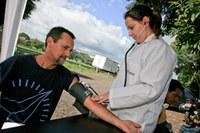 Equipe da Farmácia Unimep orienta população sobre pressão arterial