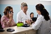 Estagiários realizam trabalho social na Farmácia Escola
