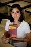 Ex-aluna do doutorado em educação lança livro