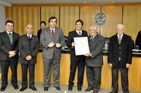Ex-aluno de direito conquista 1º lugar em concurso de monografia