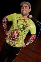 Humorista do Pânico apresenta stand up no Teatro Unimep