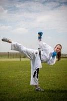 Karateca Natália Brozulatto disputa competição na França