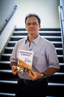 Livro celebra dez anos do mestrado em administração