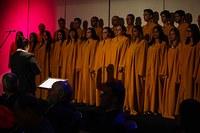Maio reúne exposições, apresentações do coral e teatro