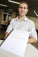 Mateus Ponchio, docente da pós-graduação,  recebe prêmio da Capes