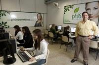 Mestrado em administração ganha novo laboratório informatizado