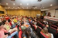 No campus SBO calouros são recepcionados por diretor e professores