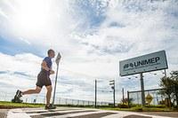 O técnico Lauter Nogueira realiza clínica para corredores
