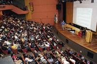 Presidente da Caterpillar fala para mais de 850 pessoas