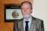 Prof. Klaus Schützer é apresentado como membro da Cirp