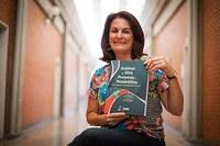 Profa. Rozangela Verlengia organiza e lança livro