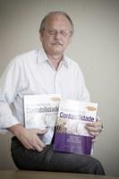 Professor Clóvis Padoveze lança versão nacional de best-sellers