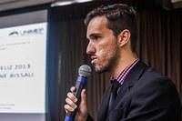 Professor de gestão e negócios apresenta artigo em seminário