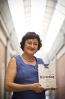 Professora Nadia Pizzinatto une conceitos de pesquisa em obra inédita