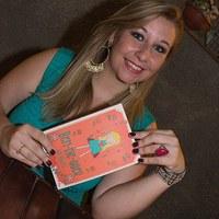 Unimepiana de pedagogia lança livro baseado em página do Facebook